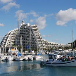 Gr.Pyr. vue du port. Appt. entre les 2 mâts à 5 étages du sommet - Location de vacances - La Grande-Motte