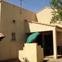 Terrasse avec Barbecue dans le patio intérieur - Location de vacances - VIAS