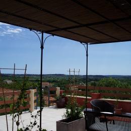 terrasse au-dessus des gîtes - Location de vacances - Neffiès
