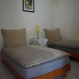 chambre lits jumeaux - Location de vacances - Neffiès