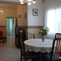 SALLE A MANGER DONNANT SUR TERRASSE PRIVATIVE - Location de vacances - Lamalou-les-Bains