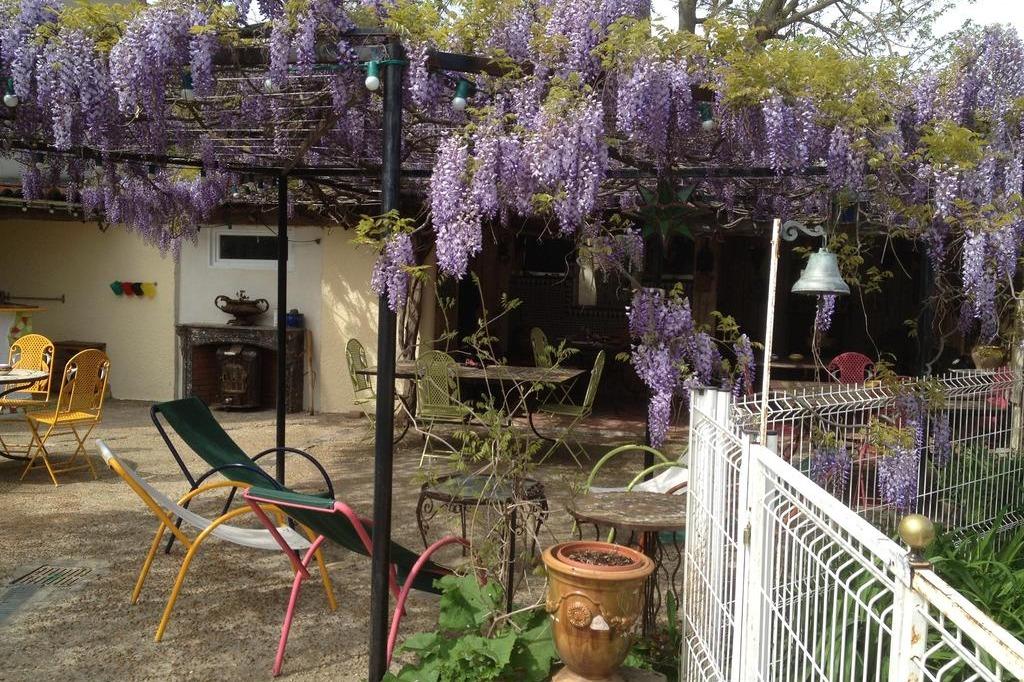 les jardins du rebaut b ziers chambre d 39 h tes la marsanne dans une ancienne cave viticole. Black Bedroom Furniture Sets. Home Design Ideas