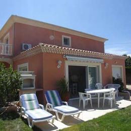 vue terrasse ,transats, salon de jardin, barbecue - Location de vacances - Sérignan