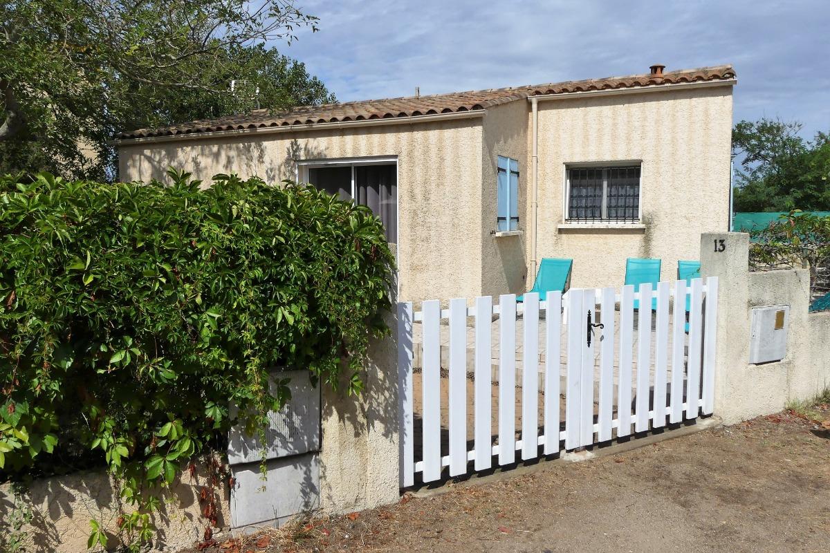La maison vue de l'impasse - Location de vacances - Portiragnes-Plage