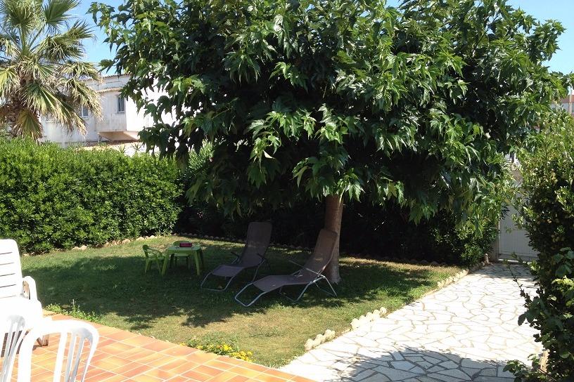 le jardin vu de la terrasse - Location de vacances - CARNON PLAGE