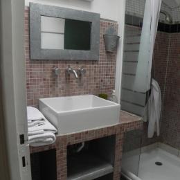 Salle d'eau (séparée des toilettes indépendants) - Chambre d'hôtes - Bouzigues