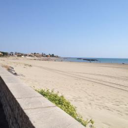 la plage devant la maison à gauche - Location de vacances - le Grau D'agde