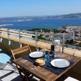 Vue panoramique sur la mer, la ville de Sète et l'étang de Thau - Location de vacances - Sète