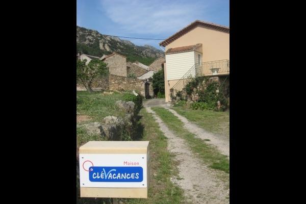 Chemin privé d'accès au gite - Location de vacances - MONS-LA-TRIVALLE