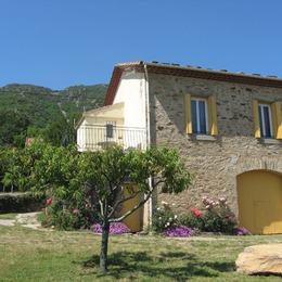 Le gite et la terrasse extérieure - Location de vacances - Mons La Trivalle