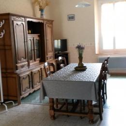 La salle à manger et le salon - Location de vacances - MONS-LA-TRIVALLE