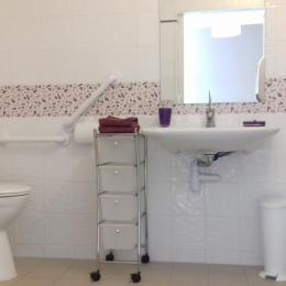 salle d'eau PMR - Location de vacances - Lamalou-les-Bains