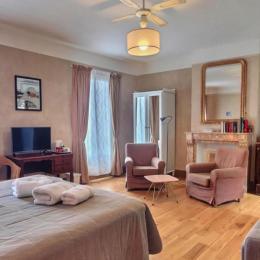 Chambre Deluxe Argile avec balcon - Chambre d'hôtes - Marseillan