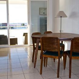 Salon - Séjour avec vue sur terrasse - Location de vacances - Sète