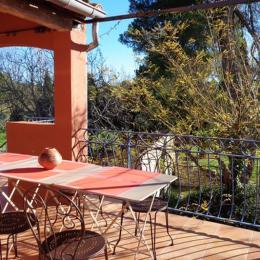 Terrasse donnant sur le jardin - Location de vacances - Saint-Pons-de-Mauchiens