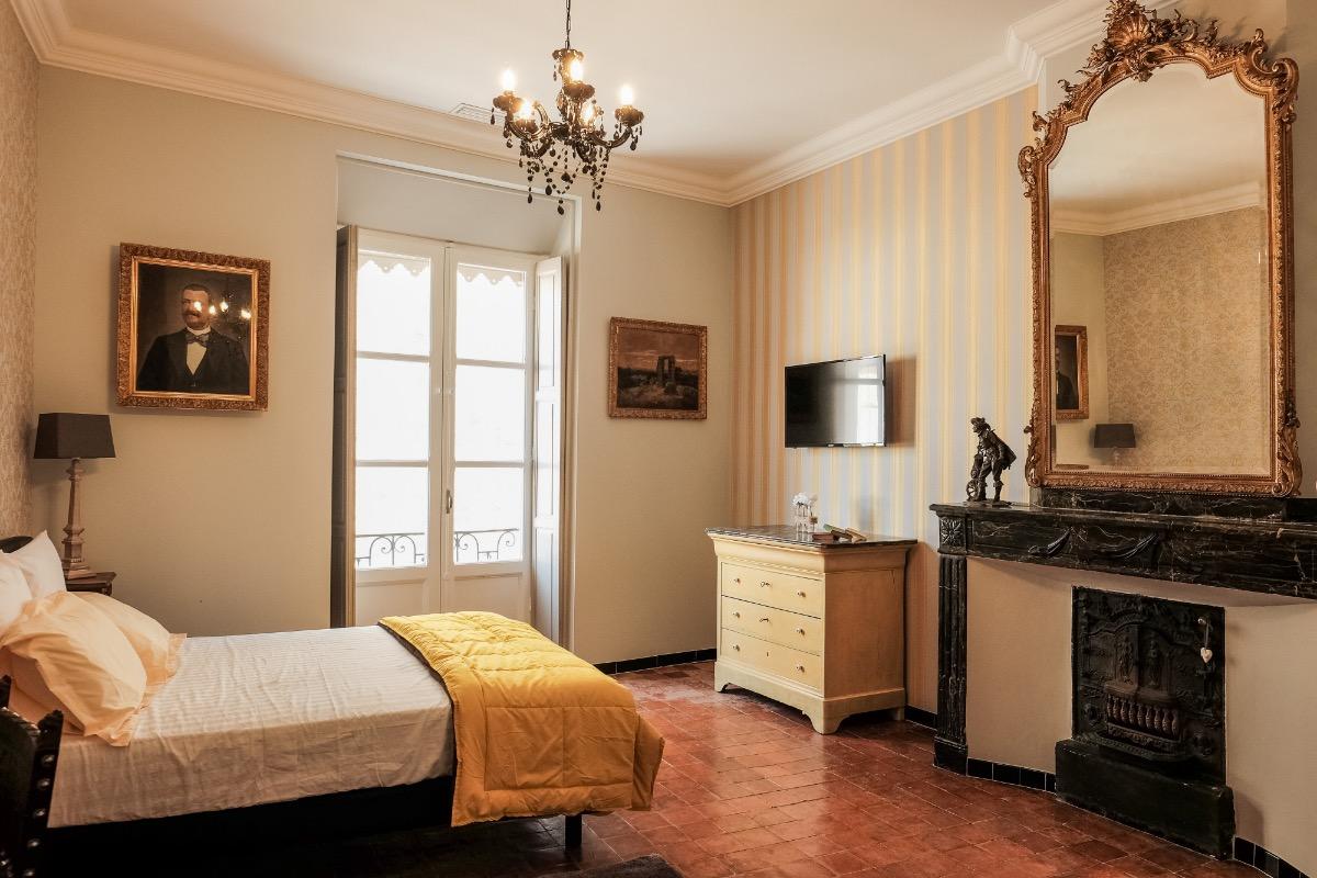 Chambre 1 Jaune Chambre D Hotes A Pezenas Clevacances