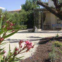 Terrasse ombragée et emplacement de voiture privé - Location de vacances - MARSEILLAN-PLAGE