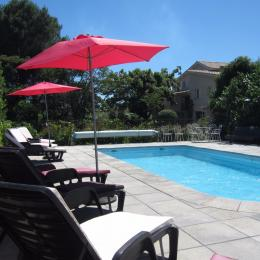La piscine 9m x 4m commune aux 3 logements. - Location de vacances - Pézenas