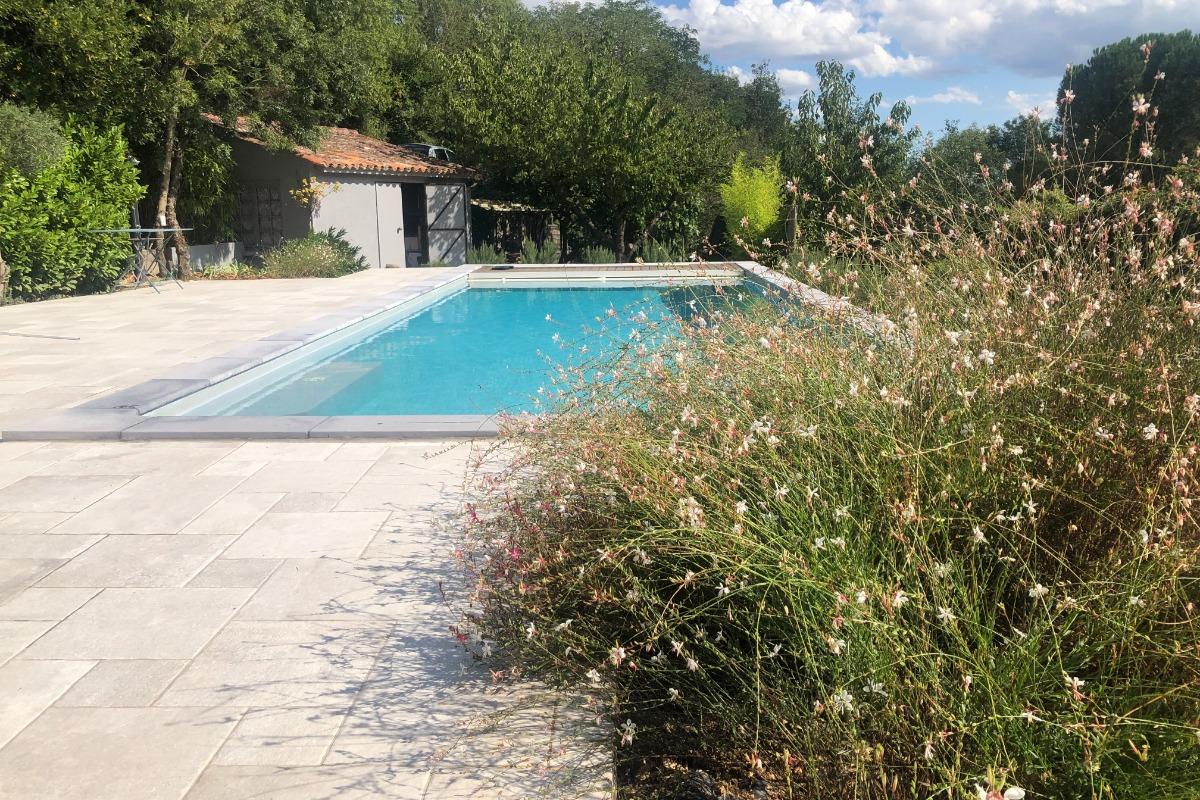 Vue piscine avec éclairage - Location de vacances - Les Plans