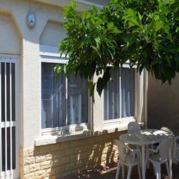 Terrasse devant l'appartement  - Location de vacances - le Grau D'agde