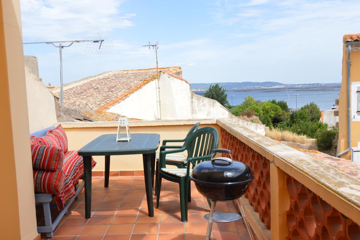 Terrasse avec sa belle vue sur l'étang de Thau  - Location de vacances - MEZE