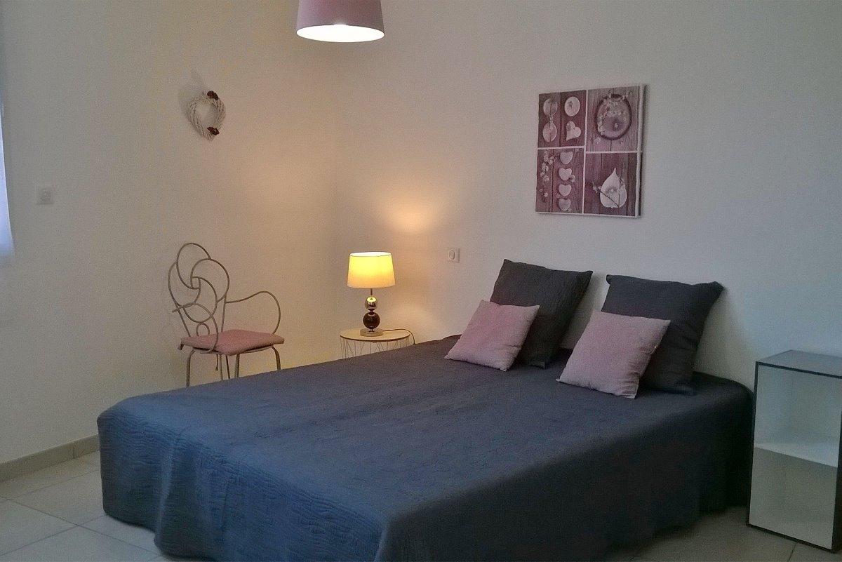 chambre avec deux lits en 90, dressing à droite - Location de vacances - Lamalou-les-Bains