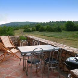Belle terrasse au calme - Location de vacances - Saint-Étienne-de-Gourgas