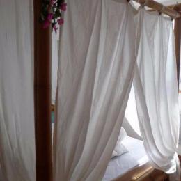 Chambre lit double baldaquin  - Location de vacances - PALAVAS-LES-FLOTS