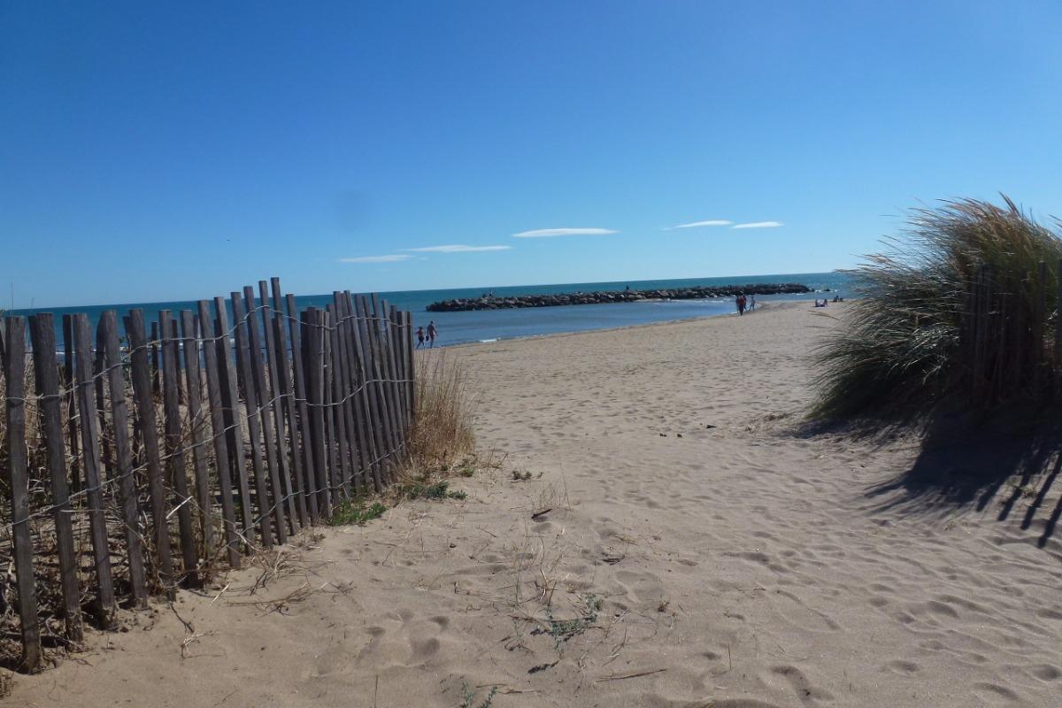 Une entrée de la plage - Location de vacances - VALRAS-PLAGE