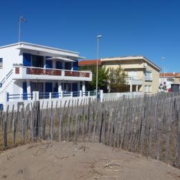 La maison vue d'une entrée de la plage - Location de vacances - VALRAS-PLAGE