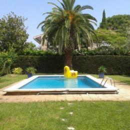 Le jardin avec accès à la piscine l'été selon les horaires précisés dans le contrat location - Location de vacances - Lattes
