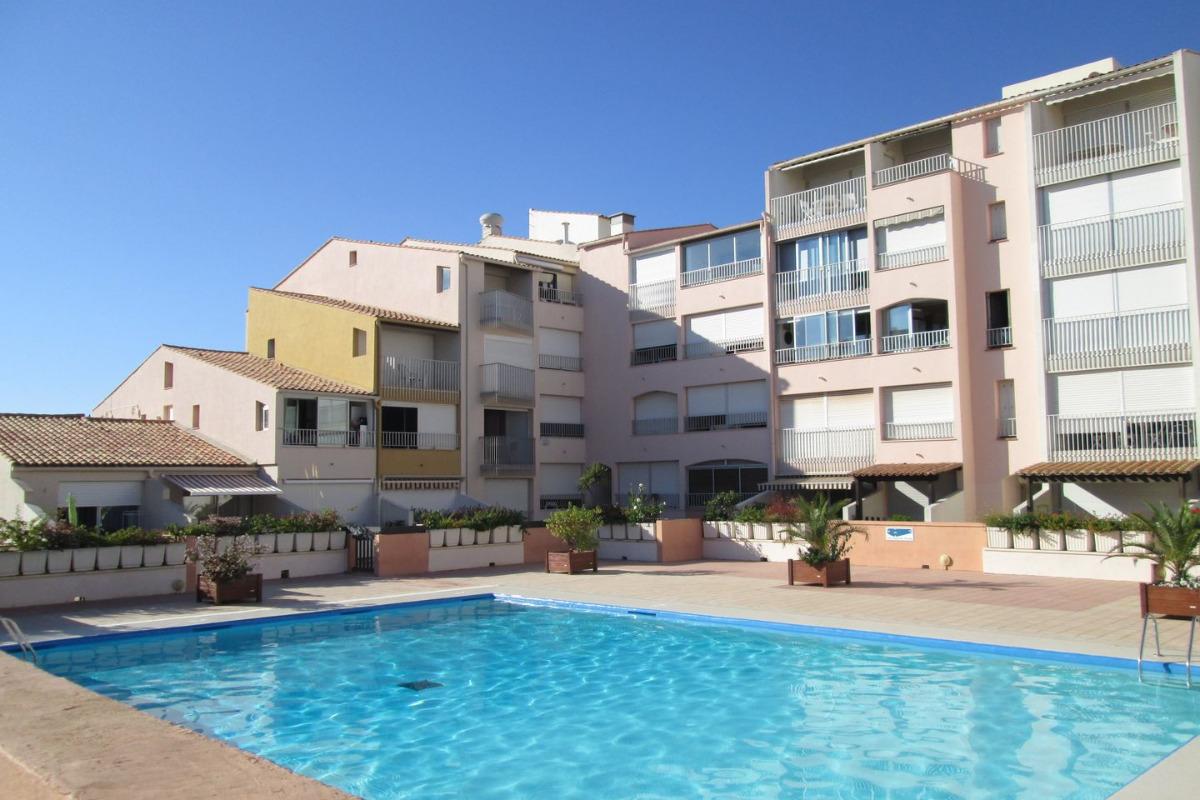 Studio cabine avec terrasse centre port location de for Centre de vacances avec piscine couverte