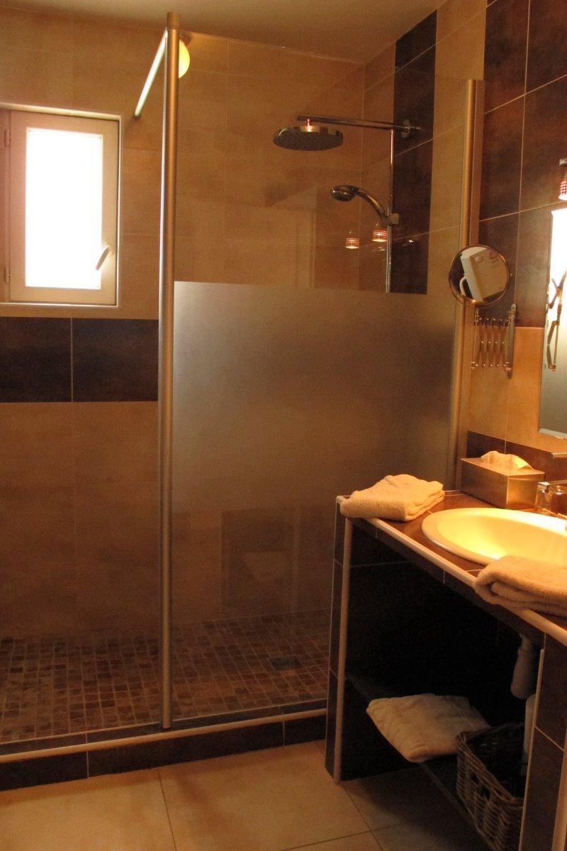 salle d'eau à l'italienne privative - Chambre d'hôtes - Lansargues