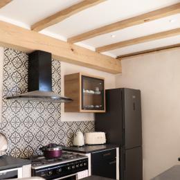 La cuisine est parfaitement équipée. Piano de cuisine, lave-vaisselle, réfrigérateur-congélateur - Location de vacances - Béziers