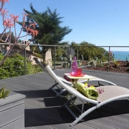 Bains de soleil sur la grande terrasse vue sur la Méditerranée - Location de vacances - Sète