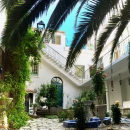 Le patio de la Villa Rosa dans le centre ville de Béziers - Chambre d'hôtes - Béziers