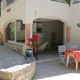 Votre studio avec sa terrasse, au RDC de la Villa Pégase - Location de vacances - Sète