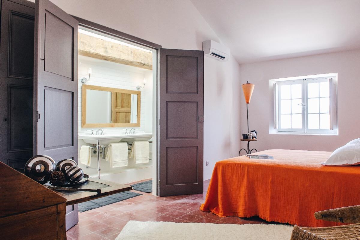 Chambre et salle de douche - Chambre d'hôtes - PORTIRAGNES