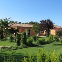 Plusieurs terrasses pour les apéritifs ou les barbecues - Location de vacances - Plaissan