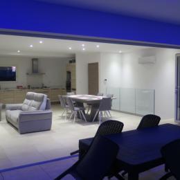 baie vitrée entierement rétractable de 7 m pour des soirées estivales réussies - Location de vacances - Sérignan