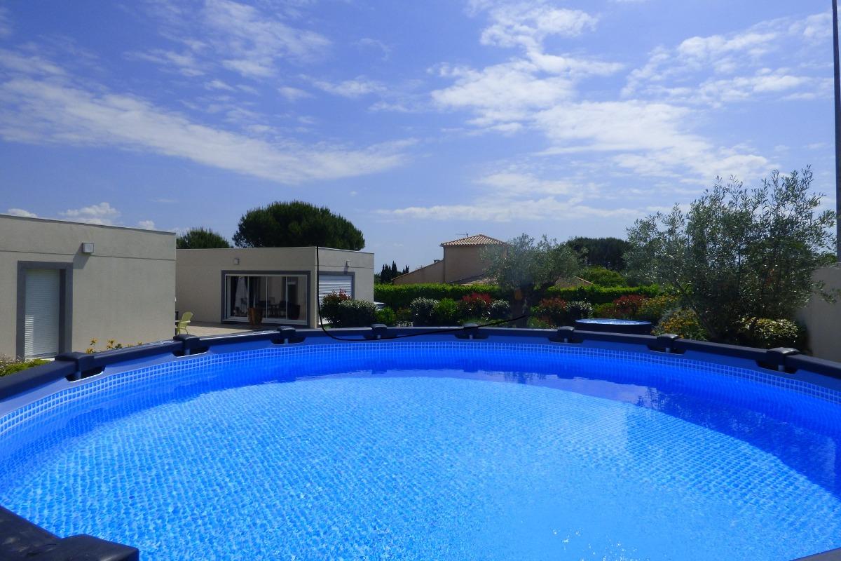 Vue depuis la piscine - Location de vacances - Alignan-du-Vent