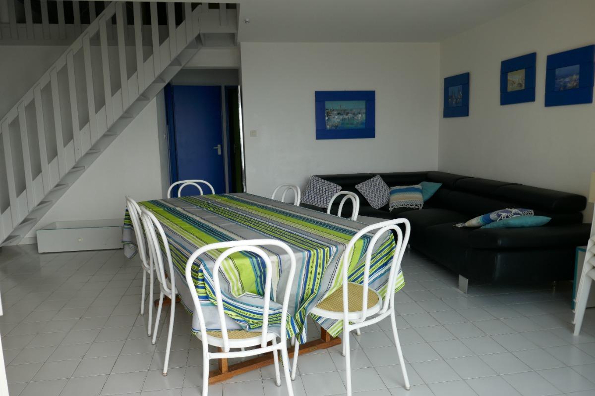 Salon/sejour (vue depuis le balcon) - Location de vacances - Cap D'agde