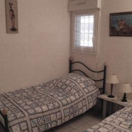 Chambre 2 lits simples  - Location de vacances - Sète