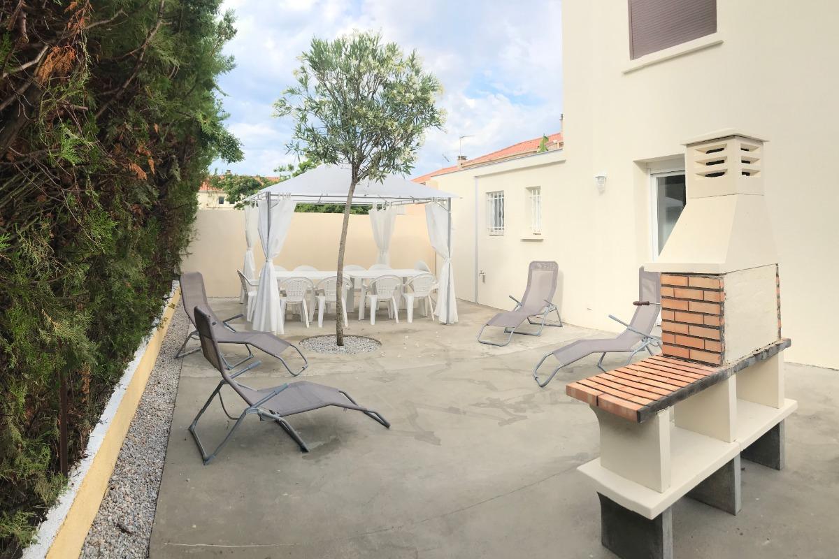 la terrasse et son barbecue - Location de vacances - AGDE