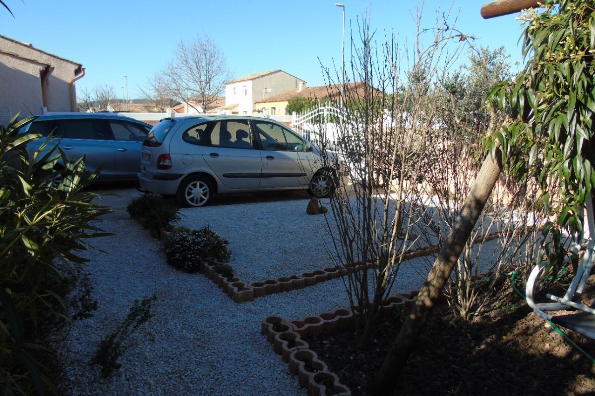 parking intérieur - Location de vacances - BRIGNAC