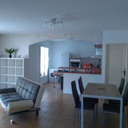 salle cuisine - Location de vacances - BRIGNAC