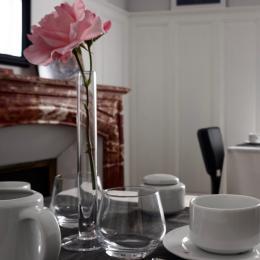 Espace petit-déjeuner intérieur - Chambre d'hôtes - Montbazin