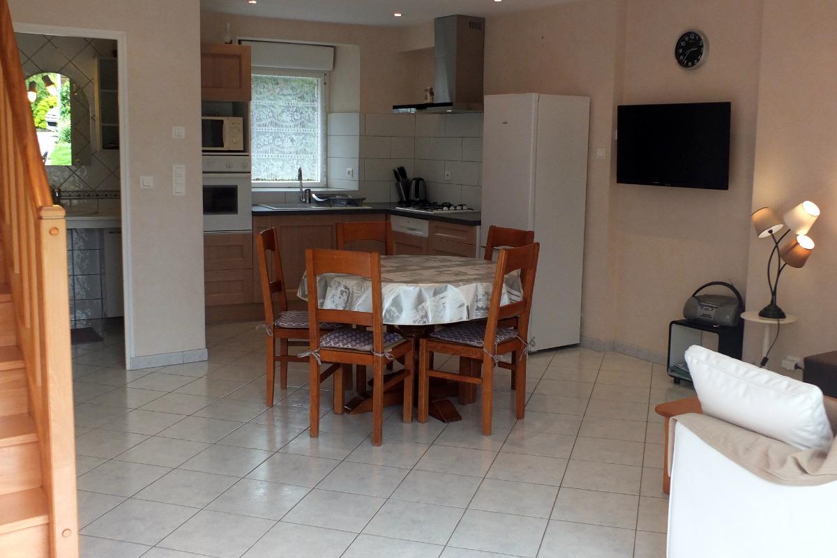Le séjour-salon ouvert sur la cuisine - Location de vacances - Saint Père Marc En Poulet