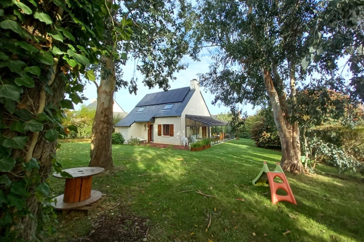 La véranda spacieuse et conviviale, zone de détente entre maison et jardin clos sans vis à vis. - Location de vacances - Cancale