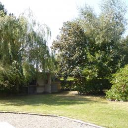 le parc arboré et son barbecue  - Location de vacances - Cancale